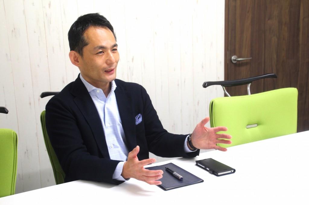 株式会社ティエヌの代表取締役社長山口親太さんのインタビュー風景