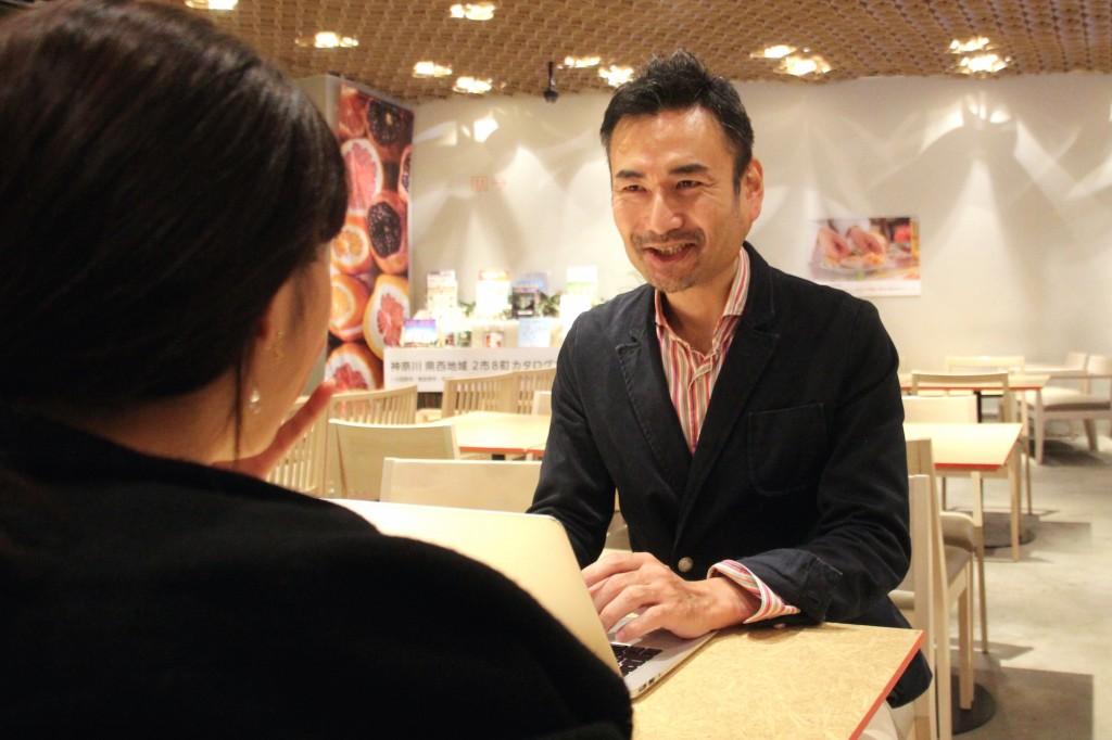 シリアルアントレプレナーであり、CARRYME(キャリーミー)代表取締役社長の大澤亮さんの打ち合わせ中の写真