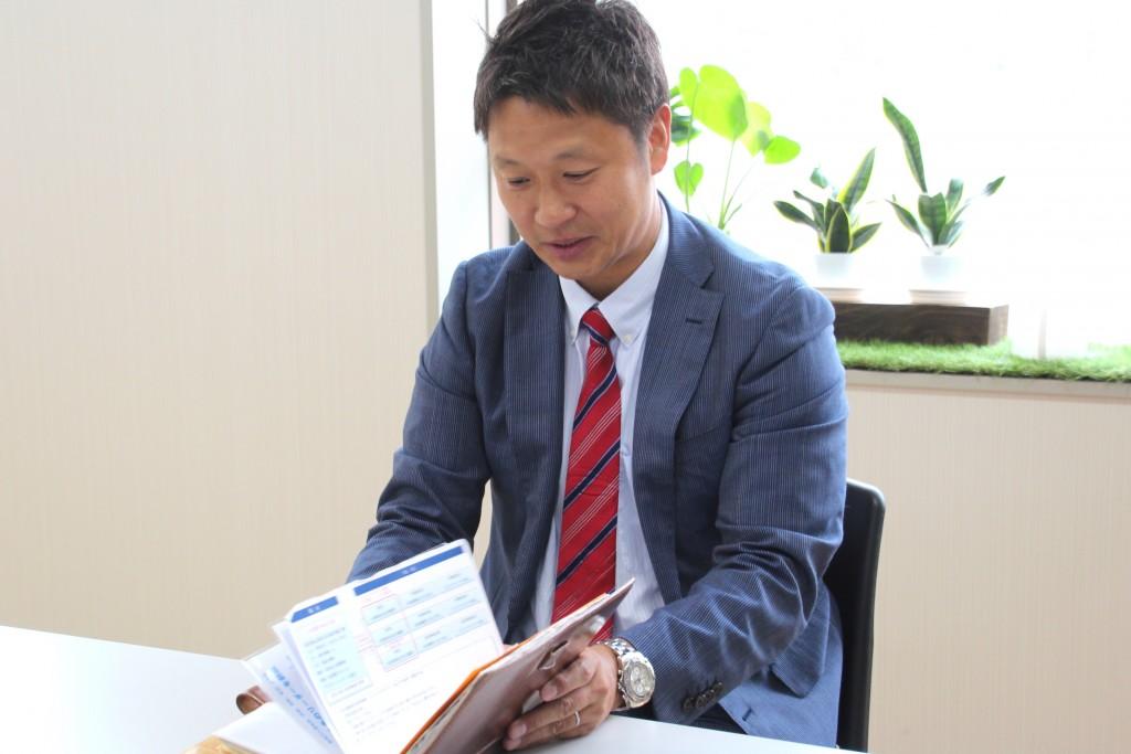 「社員やその家族からもらった手紙を手帳にファイリングしている」と徐氏。愛のある理念経営に取り組まれていることが伺える