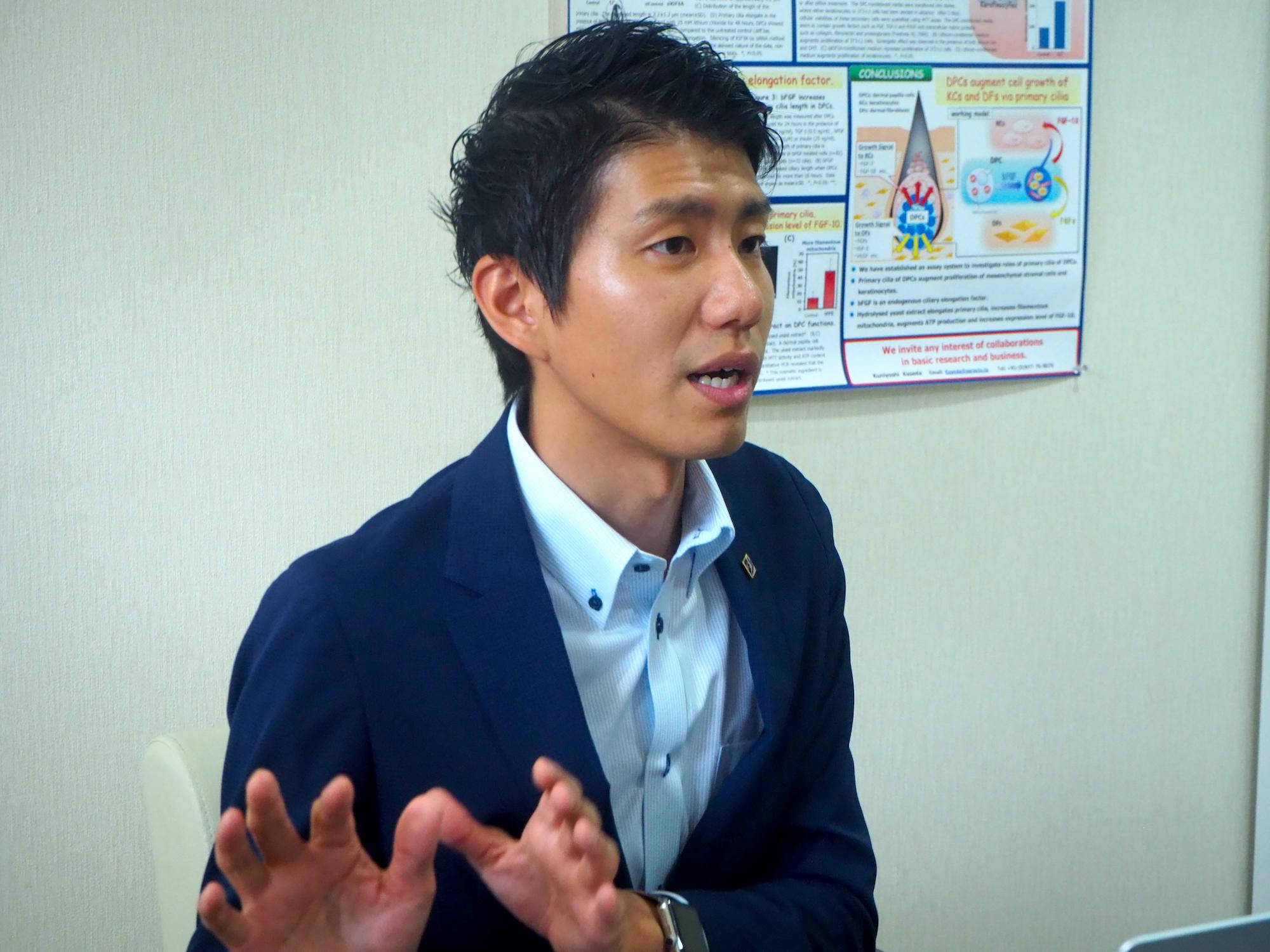 株式会社サラヴィオ化粧品の代表取締役社長の濱田拓也さんの写真