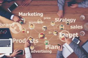 マーケティングは内製化すべきか?外注すべきか?